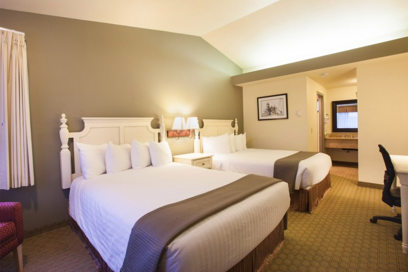 Double Queen Bed : Double Queen Bed - Best Western Inn at Face Rock