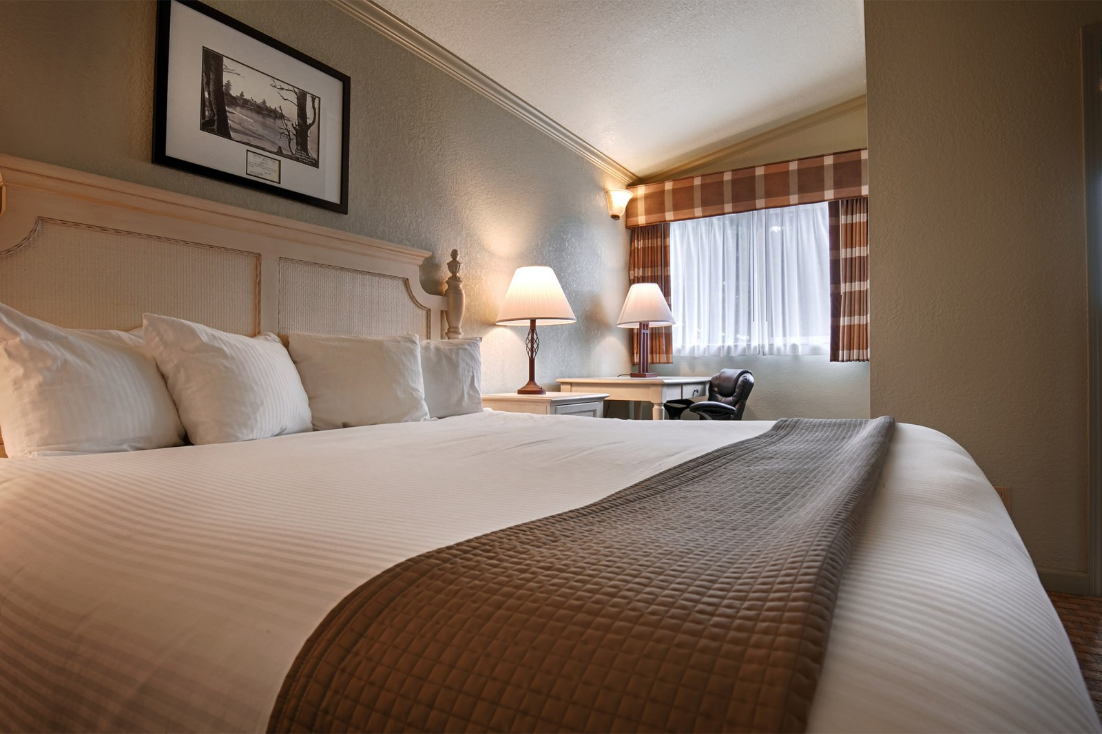 King Suite Accommodations in Bandon, Oregon