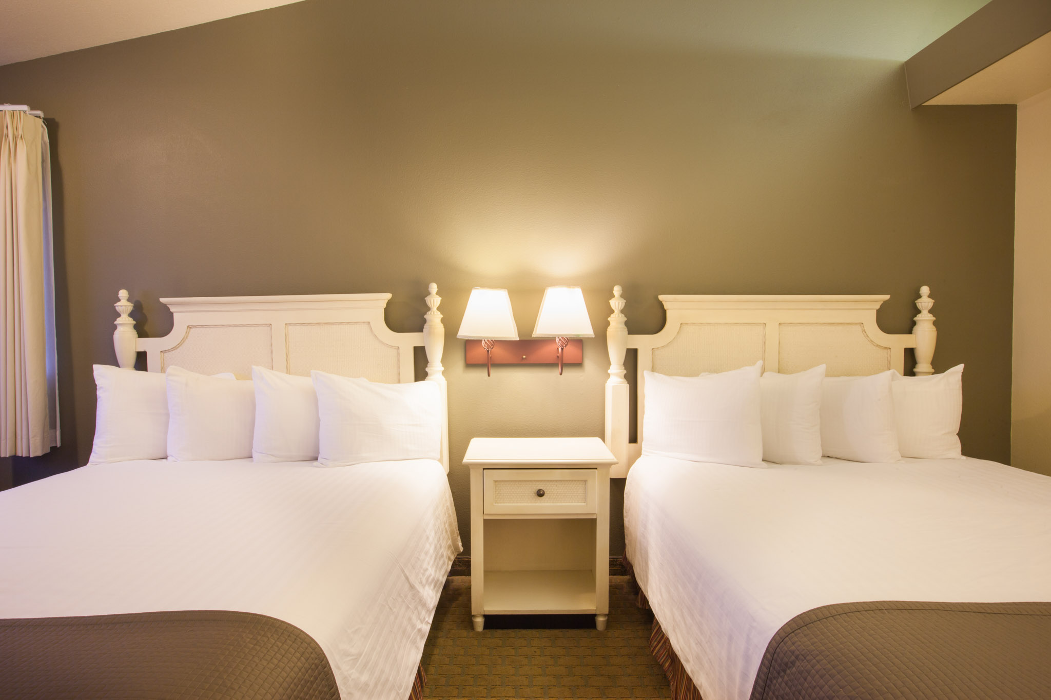 Double Queen Bed Best Western Inn At Face Rock